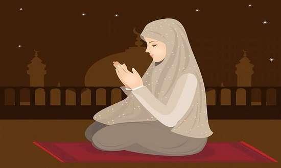 Мусульманка совершает пять ежедневных молитв